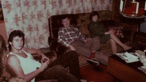 Perhe vanhassa valokuvassa