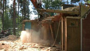 Vanhan talon purkua