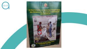 Maputolaisen Xipamaninen klinikan aulassa muistutetaan, että kansanparantajat ja lääkärit toimivat yhteistyössä potilaan parhaaksi.
