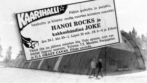 Juvan Kaarihalli, jonka päällä on lehti-ilmoitus Hanoi Rocksin keikasta.