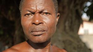Beniniläinen voodoo-pappi