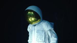 Erno Aaltonen astronauttipuvussa