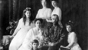 Ohjelmassa seurataan keisarillisen perheen kohtaloa Venäjän vallankumouksen jälkeen.