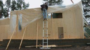 Clt-elementtien sadesuojausta rakennustyömaalla