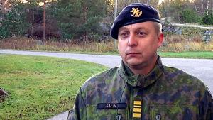 porträttbild på kommendör Mika Salin.