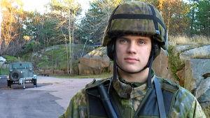 Porträttbild av officerselev Robin Jolly på Russarö.