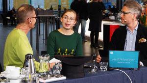 Huilisti Heta Aho haastateltavana Kantapöydässä.