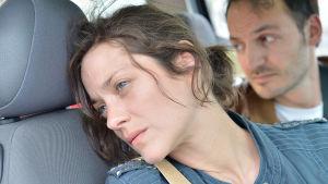 Marion Cotillard ja Fabrizio Rongione elokuvassa Kaksi päivää, yksi yö