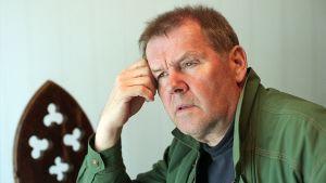 Kuvituskuva kuunnelmaan Rikostutkimus, näyttelijä Antti Litja.