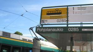 Raitiovaunupysäkki Helsingin Käpylässä