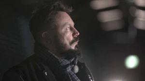 Riku Rantala tutustuu Sukupolvi. Nyt. -valoteokseen.