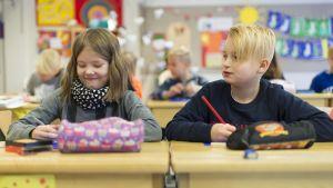 Elever vid språkbadsskolan i Jakobstad.