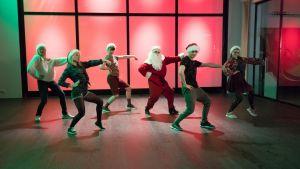 Uuden Päivän joulukalenterissa tanssitaan.