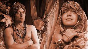 Näyttelijöitä radiodraamasta Ja Shehrezad lainasi lentävän maton.