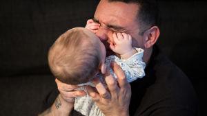 Livet efter attacken är svårt men Hassans son ger hans liv mening.