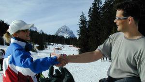 Roman Schatz opettaa, miten Saksassa tervehditään eri vuorokauden aikoina