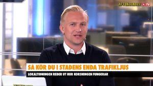 En man i en teveruta. Han heter Janne Grönroos.