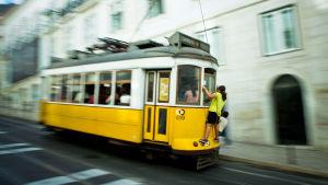 Ratikka vauhdissa Lissabonissa