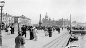Kauppatori ja Uspenskin katedraali noin vuonna 1900