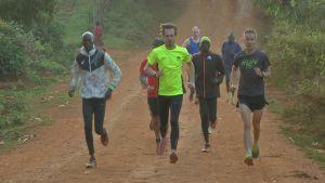 Juoksijoita harjoittelemassa Itenissä Keniassa.