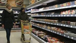 Ruokakaupassa asioiminen