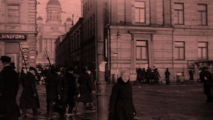 Punakaartilaisia kauppatorilla 1918
