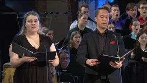 Aurora Marthens och Juha Punkeri sjunger