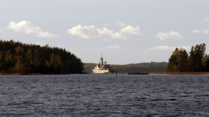 Ett minfartyg utanför Skinnarvik militärområde på Kimitoön.