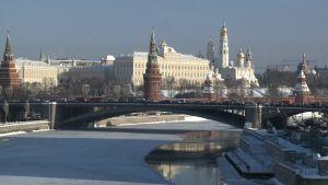 Kaunis talvimaisema Moskovasta tammikuussa 2018 jossa Moskvajoki etualalla.