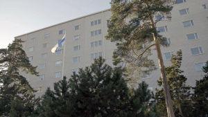 Mannerheimintie 93 on osittain Lotta Svärd Säätiön omistama rakennus