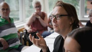 Dekkariseikkailuun osallistunut Harri Haanpää lopputilaisuudessa.