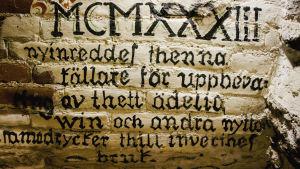 Seinässä teksti ja roomalaisin numeroin vuosiluku 1933