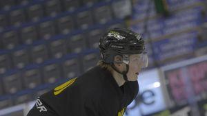 Alexander Ruuttu på isen