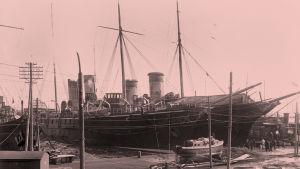Venäläisiä sotalaivoja Helsingin satamassa 10. huhtikuuta 1918