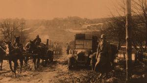 Saksalaisia sotilaita Hangon-Helsingin tiellä huhtikuun alussa 1918.