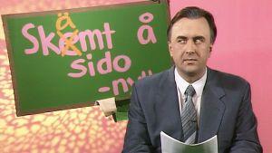 Nyhetsuppläsare i humorprogrammet skämt å sido