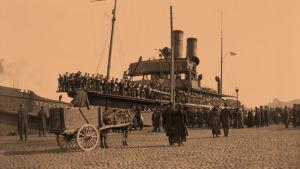 Saksalainen joukkojenkuljetuslaiva 13.4.1918.