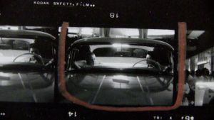 Pinnakkaisvedoksia Robert Frankin valokuvista. Kuva dokumenttielokuvasta Don't Blink: Robert Frank.