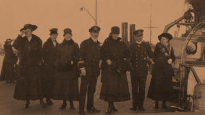Helsinkiläisrouvia saksalaisella sotalaivalla 21.4.1918.