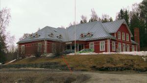 stort rött gammalt föreningshus