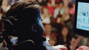Simon på bioscen efter att hans film haft premiär.