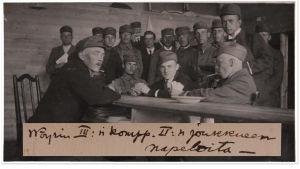 Vöyrin kurssilaisia pöydän ääressä 1918.