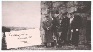 Potretti Korkeasaaresta 1918. Kuvassa Oskar Merikanto, Arno Tuurna, Liisa Merikanto, Elvi Granroth sekä tuntematon henkilö