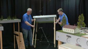 Juha Telimaa Ja Kari Hovinmaa pystyttävät FREMO-rataa