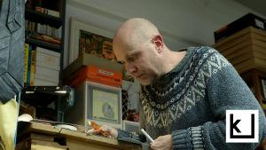 Matti Hagelberg piirtää Läskimooses-sarjakuvaa