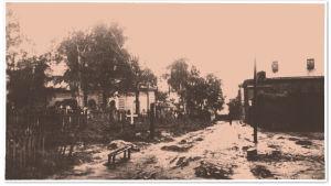 Mutainen katu Pietarin työläiskaupunginosassa 1917/1918.