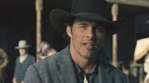 James Marsden med hatt och i rollen som Teddy i West World.