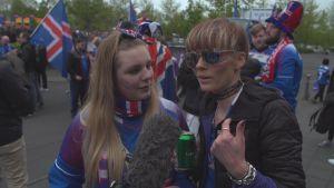 Asta och Tina är isländska supportrar.