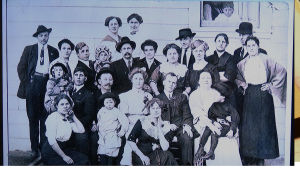 Sukupotretti 1900-luvun alkupuolelta.