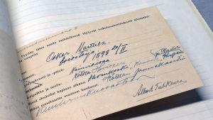Kansallisarkistossa oleva kortti jossa kaivataan tietoja Oskar Marttila -nimisestä miehestä.